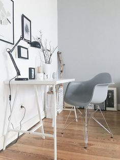 Dieses Jahr habe ich mir selbst den Vitra Chair zu Weihnachten gegönnt und ich bin ganz verliebt :relaxed: Das der Farbton allerdings so gut zur Wandfarbe passt, war ursprünglich nicht geplant :wink: