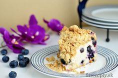 Čučoriedkovo jogurtový koláč s chrumkavou posýpkou - FitRecepty