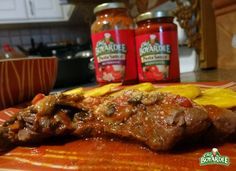 Churrasco en salsa de setas ChefBoyardee #receta Chef Boyardee, Pasta, Ravioli, Steak, Beef, Recipes, Food, Barbecue, Mushroom Sauce