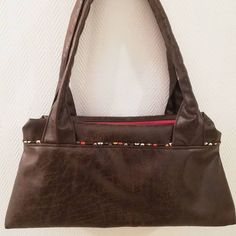 Marion Bonfils sur Instagram: Ce dimanche j'ai terminé mon sac #cityzipzip de chez @patrons_sacotin. Réalisé en simili de chez @mondialtissus, doublure coton de chez…