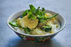 Quick Thai-style fish, snow pea and broccoli curry rice-noodle bowl – Recipes – Bite