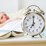 This article explains why eating before bed lowers blood sugar in the morning and what to eat.