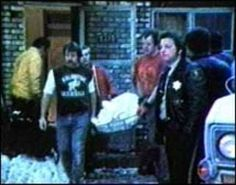 Between 1972 and the year he was arrested, the american serial killer John Wayne Gacy raped and murdered at least 33 young men and boys. John Wayne Gacy, Serial Killers, True Crime, Mafia, American History, Bodies, Scene, Photos, House