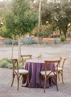 La Tavola Fine Linen Rental: Tuscany Eggplant | Photography: Christina McNeill, Event Planning & Design: Kaella Lynn Events, Florals: Amanda Vidmar, Catering: Jessica Lasky Catering, Venue: K2 Ranch, Rentals: Encore Events Rentals