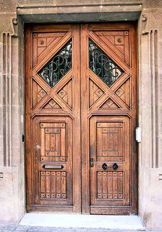 Barcelona - Roger de Llúria 012 f (by Arnim Schulz) Knobs And Knockers, Door Knobs, Door Handles, Cool Doors, Unique Doors, Portal, Entrance Gates, Grand Entrance, Vaisseliers Vintage