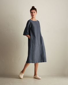 Loosely fitting, loungey dress in a supple and weighty garment-dyed linen. A-line and swingy through the body with horizontal seam detail towards hem. Wide, boat-ish neck. Breast patch pocket. Curved hem. Hanging loop at top back.