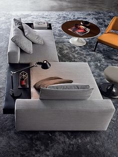 Minotti love! The 'White' #couch with leather finishing pairs perfectly with a #modern coffee table