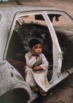 Irak first war. Kuwait, last day of war by Steve Mccurry