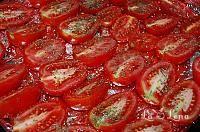Rosii uscate in ulei de masline - LaLena.ro Vegetables, Food, Vegetable Recipes, Eten, Veggie Food, Meals, Veggies, Diet