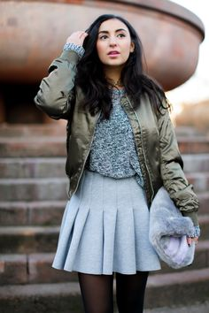 topshop olive bomber jacket skater skirt H&M preppy look peperosa black booties fluffy bag grey khaki streetstyle casual winterlook winter outfit samieze fashionblog blogger berlin deutschland sif jakobs ring necklace jewelry ivyrevel choker