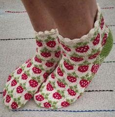 Diy Crochet And Knitting, Crochet Socks, Knitting Socks, Hand Knitting, Knitting Patterns, Knit Socks, Mittens Pattern, Patterned Socks, Knitted Poncho