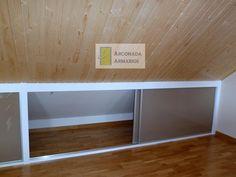 Resultado de imagen de armario bajo cubierta Attic Bedroom Storage, Bedroom Nook, Loft Storage, Attic Closet, Attic Master Bedroom, Attic Bedrooms, Attic Renovation, Attic Remodel, Attic House