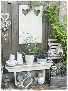Decorate the garden in Shabby Chic style. Here is for you today a small selection of 20 creative ideas to decorate your garden in Shabby Chic style. Jardin Style Shabby Chic, Shabby Chic Garden Decor, Decoration Shabby, Beautiful Decoration, Deco Champetre, Balcony Garden, Garden Table, Garden Projects, Garden Ideas