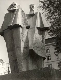 fuldagap: Cubist statue of Marx and Engels in Budapest by György Segesdi. Karl Marx, Environment Sketch, Arcology, Soviet Art, The Lost World, Political Art, Indigenous Art, Historical Architecture, Weird Art