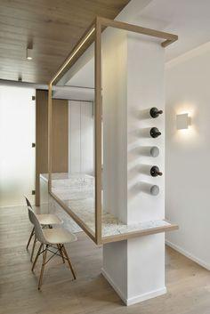 Cube House: il nuovo progetto di Noses Architects a Roma Kitchen Interior, Interior Design Living Room, Interior Decorating, Bar Deco, Pillar Design, Interior Columns, Column Design, Shelf Design, Home Office Decor