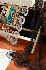 LA CASA DE LAS ARTESANAS: BORDADO SOBRE TUL Tambour Embroidery, Tulle Lace, Beads, Sewing, Antiques, Relleno, Home Decor, Lingerie, Tutorials