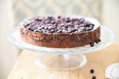 Kodin Kuvalehti – Blogit | Ruususuu ja Huvikumpu – Mustikkainen suklaamoussekakku on syntisen hyvää ja helppo valmistaa. Uusi hapatettu kerma korostaa suklaan makua täydellisesti