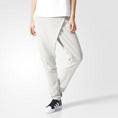 Este pantalón para mujer presenta un diseño que combina elementos inspirados en la colección Equipment con detalles que evocan la moda urbana tokiota. Se ha confeccionado en punto y presenta una cintura de talle alto, entrepierna amplia y un corte holgado. Incluye una etiqueta con el logotipo de la EQT ADV en la pernera izquierda.