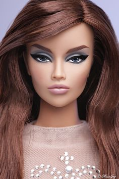 AHAA STUNNING FASHION ROYALTY DOLL ** love **
