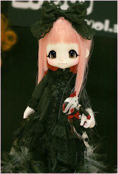 I just love Kinoko Juice dolls. They are so sweet looking!