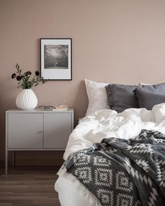 26 dusty pink bedroom walls you will love it 6 Dusty Pink Bedroom, Pink Bedroom Walls, Bedroom Wall Colors, Bedroom Color Schemes, Pink Walls, Home Decor Bedroom, Light Pink Bedrooms, Pink Master Bedroom, White Bedroom