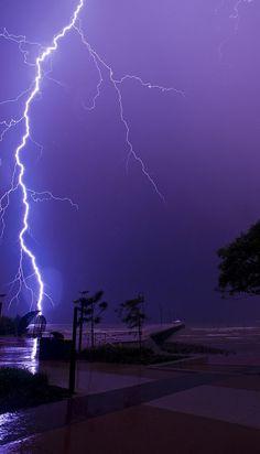 Lightning at Shorncliffe pier, Sandgate, Brisbane (Queensland, Australia). Purple Wallpaper, Nature Wallpaper, Wallpaper Backgrounds, Iphone Wallpapers, Dark Purple Aesthetic, Sky Aesthetic, Lightning Photography, Nature Photography, Storm Photography