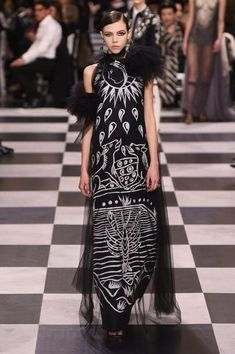 Dior ... #fashion #HauteCouture #SS18 #Couture #CoutureFashion