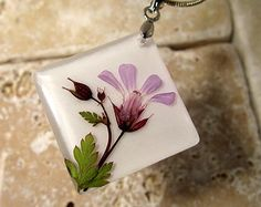 Herb Robert Pressed Flower Necklace, plant jewelry, flower jewellery, wild geranium, glass pendant