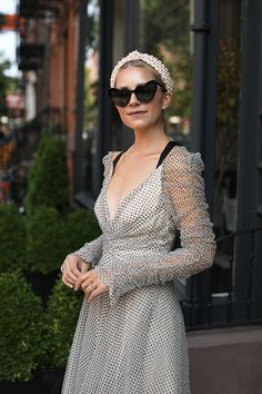 Blair Eadie wearing a polka dots dress from Zimmermann with a pearl headband and bow sandals // Click through for more dress outfits on Atlantic-Pacific Fall Fashion Trends, Autumn Fashion, Head Band, Headband Styles, Mode Inspiration, Look Cool, Stylish Outfits, Fashion Dresses, Fashion Fashion