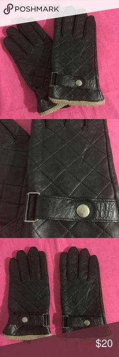 Quilted Leather Gloves NWOT! Women's quilted black leather gloves with a soft polyester lining in a size L. Accessories Gloves & Mittens