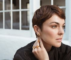 Inspire: Actress Serinda Swan Injects Her Passion With Action (And So Should You) Cute Hairstyles For Medium Hair, Medium Hair Styles, Short Hair Styles, Pixie Styles, Serinda Swan, Short Grey Hair, Canadian Actresses, Pixie Haircut, The Girl Who