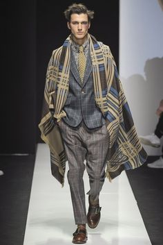 Vivienne Westwood Fall/Winter 2015 Menswear Collection: Remixed Dandy Fashions are Gender Neutral High Fashion, Winter Fashion, Fashion Show, Mens Fashion, Fashion Outfits, Fashion Design, Fashion Trends, Milan Fashion, Men's Outfits