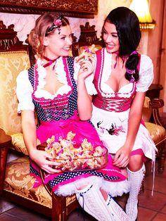 Günstige Dirndl Beer Girl, Lederhosen, Halloween Boo, Cool Costumes, Hallows Eve, Favorite Holiday, Sexy Women, Holidays, Girls