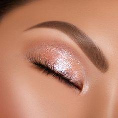 Makeup Inspo, Makeup Trends, Makeup Inspiration, Makeup Ideas, Makeup Hacks, Eye Makeup Glitter, Silver Makeup, Sparkle Eyeshadow, White Makeup