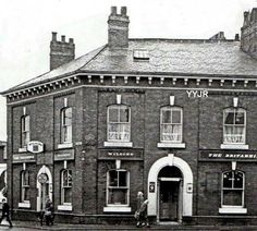 Oldham pubs Looks like Aunty Evelyns Our World, Fun Facts, British, England, Mansions, House Styles, Strawberry, Places, Interesting Facts
