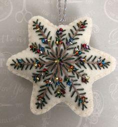Christmas Sewing, Handmade Christmas, Christmas Crafts, Etsy Christmas, Christmas Fabric, Felt Christmas Decorations, Felt Christmas Ornaments, Embroidered Christmas Ornaments, Felt Embroidery