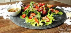 Салат с клубникой и кунжутно-маковым соусом. Легкий летний салат с интересной заправкой с кунжутом и маком. #edimdoma #cookery #recipe #salad