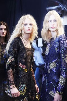 Etro Fall - Winter 2016/2017 backstage, photographed by Ambra Vernuccio.Models: Julia Nobis & Frederikke Sofie.