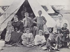 One of many Boer families of high class after arrival at a UK concentration camp. Contemporary History, New York Life, A Day In Life, African History, Military History, Warfare, World War, South Africa, Today History
