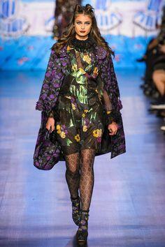 Anna Sui Fall 2017 Ready-to-Wear Fashion Show - Taylor Hill