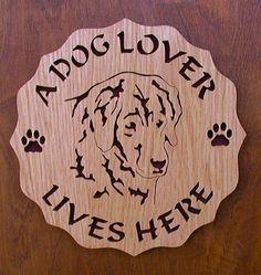 Un amoureux de chien vit ici Plaque couper sur par DukesScrollSaw