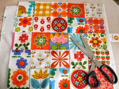 Jane Foster's vintage fabric patchwork Retro Fabric, Vintage Fabrics, Motif Vintage, Retro Vintage, Sewing Crafts, Sewing Projects, Sewing Ideas, Country Quilts, Pretty Patterns