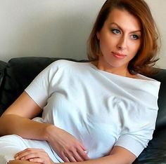 Viktoriya Koreneva plays Adalgisa Opera News, Bellini, Plays, Singing, Celebrities, Beautiful, Women, Games, Celebs