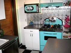 How to Create a Mid-Century Kitchen with a Retro Vibe