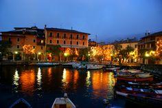 """In Torri del Benaco beginnt mit """"Weihnachten zwischen den Türmen"""" (It. Natale tra gli Olivi) ein Monat von Weihnachtsveranstaltungen."""
