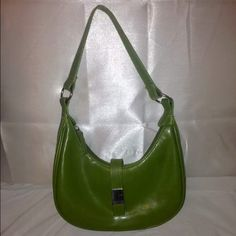 Green Leather Kenneth Cole Reaction Small Purse Small Kenneth Cole Reaction green leather bag. Scratch on front metal (see picture) Kenneth Cole Reaction Bags Shoulder Bags