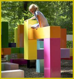 színes játszótér téglatestekből - Primary Structure - Jacob Dahlgren