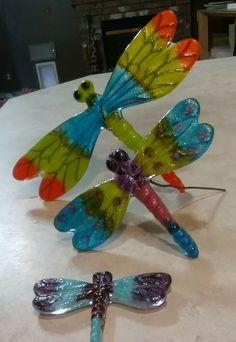 Fused Glass Ornaments, Fused Glass Art, Mosaic Crafts, Mosaic Art, Glass Ceramic, Mosaic Glass, Dragonfly Wall Art, Glass Fusion Ideas, Melting Glass