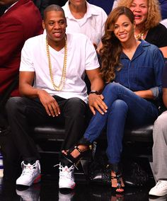 Jay-Z and wife Beyonce attend game four of the second round of the 2014 NBA Playoffs between the Brooklyn Nets and the Miami Heat at the Barclays Center in Brooklyn, N. Beyonce Knowles Carter, Beyonce Body, Solange Knowles, Celebrity Couples, Celebrity News, Celebrity Women, Beyonce Family, Carter Family, Musica