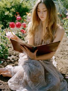 I wanna look like this one day, wispy hair,... book in hand, garden in background! :D